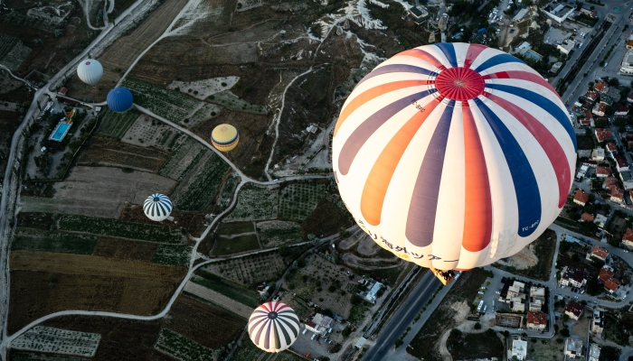 hot air balloons unconstrained bond investing